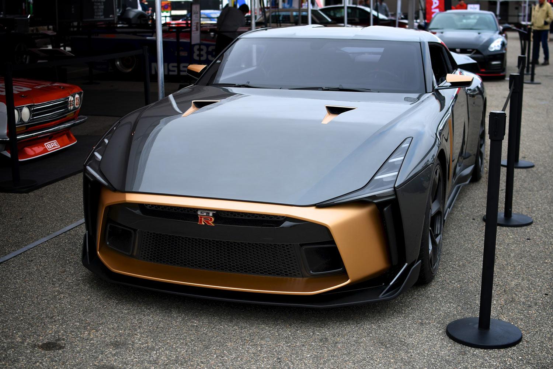 ボディーサイズは全長×全幅×全高=4784×1992×1316mm。ベース車より全長と全幅は拡大されているが、全高は54mm低められている。