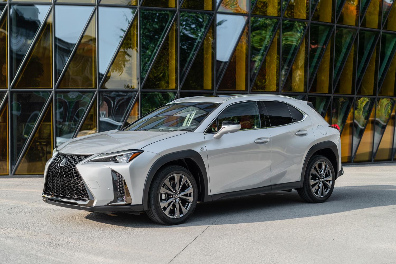GA-Cプラットフォームの採用で低重心化し、立体駐車場に収まる全高に。ドライバーのヒップポイントも低い。