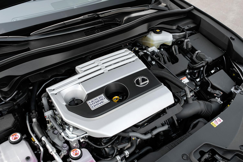 「UX250h」はレクサス初となる2リッター直列4気筒エンジンとモーターを組み合わせたハイブリッドシステムを採用。トランスアクスル、PCUも新開発した。
