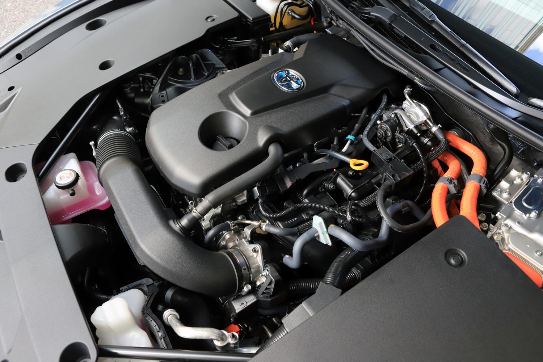 2.5リッターハイブリッド車では、最高出力184ps、最大トルク221Nmを発生する直4エンジンと、最高出力143ps、最大トルク300Nmを発生するモーターを組み合わせた。システム総合出力は226ps。