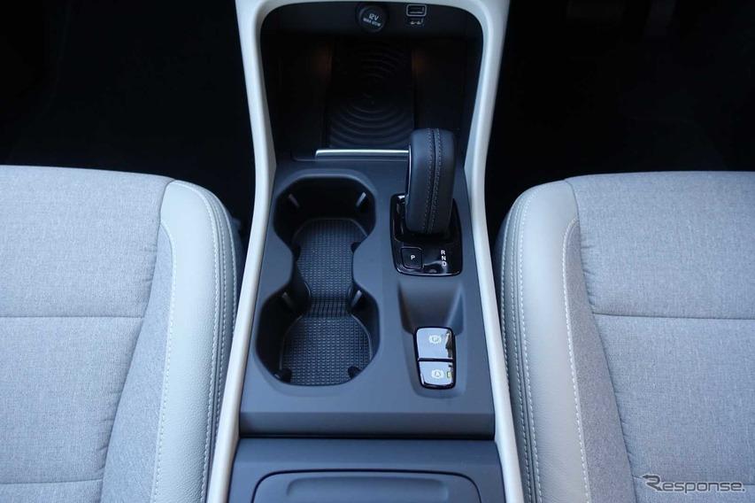 ボルボ XC40 T4モメンタムAWD