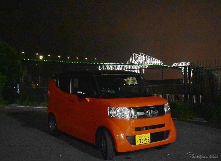 背景は東京ゲートブリッジ。