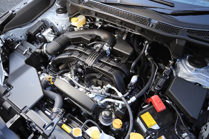 新開発の2.5リッター水平対向4気筒エンジン。184psの最高出力と239Nmの最大トルクを発生する。