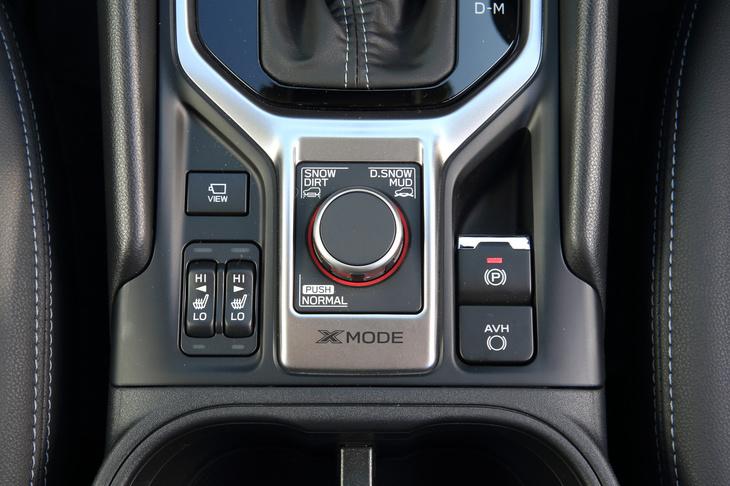 エンジンなどの制御を切り替えることで悪路走破を支援する「X-MODE」のコントローラー。「NORMAL」「SNOW DIRT」「D.SNOW MUD」の3つのモードが用意される。