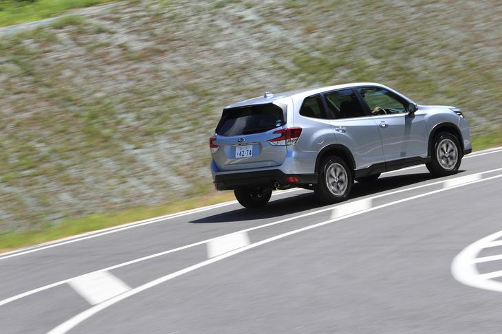 燃費性能はJC08モードで14.6km/リッター、WLTCモードで13.2km/リッター。今回は高速道路や市街地に加え、ワインディングロードや林道なども走行し、実燃費は満タン法で9.1km/リッターとなった。