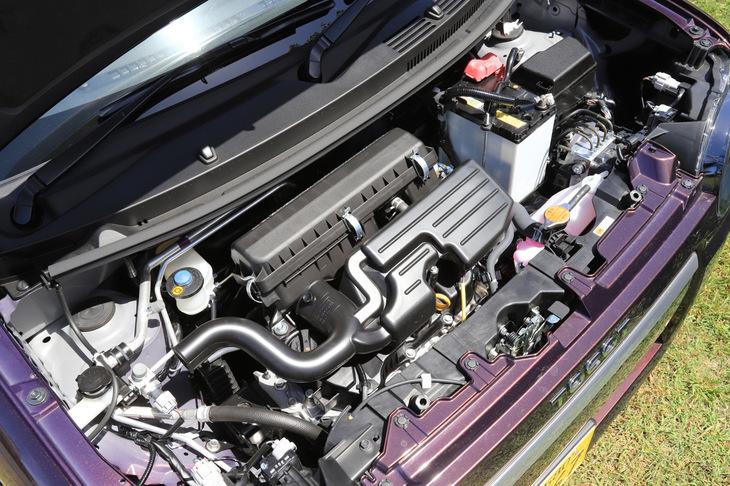 660cc直列3気筒エンジンは最高出力52ps/最大トルク60Nmを発生する。