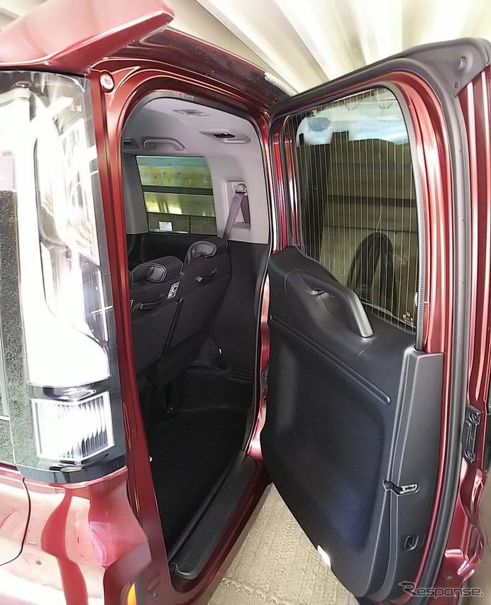 後方に余裕がなくとも、横開きドアはドアとしてちゃんと機能する。