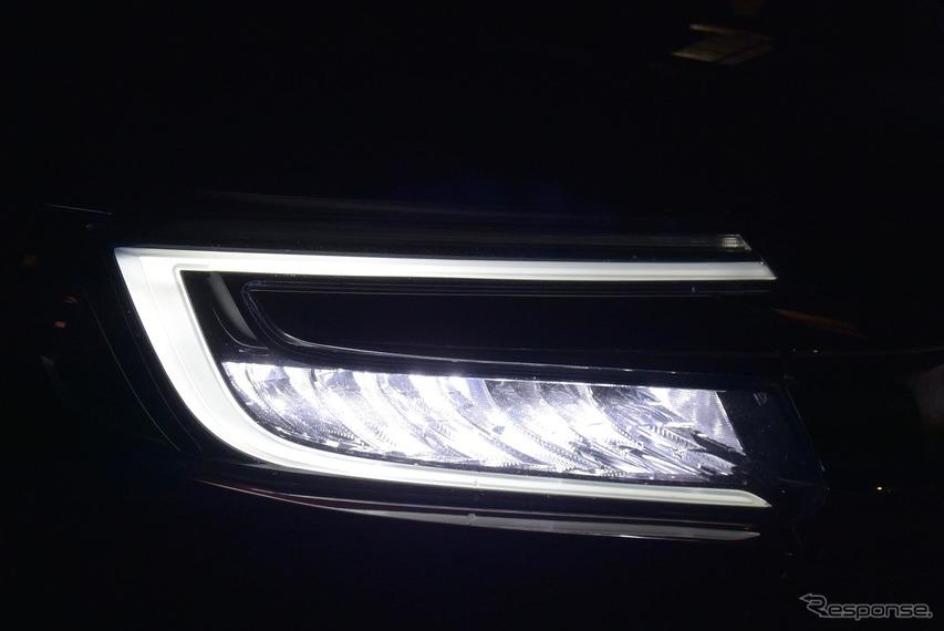 LEDヘッドランプは自動ハイビーム機構を持たない。ただし配光特性は良く、夜間走行時の不安はそれほど大きくない。