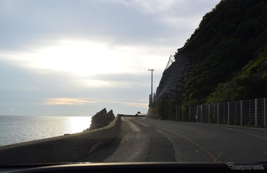 下関から長門市に向かう海沿いの国道191号線を走った。海が綺麗だが、見物のために停まれる場所がほとんどないのが欠点。