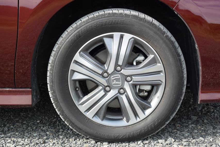 タイヤはブリヂストン「トランザER33」。