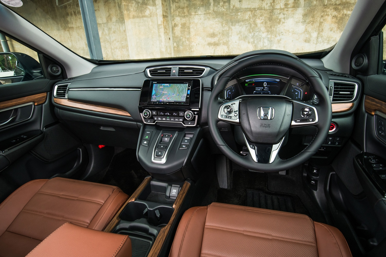 「ハイブリッドEX・マスターピース」のインストゥルメントパネルまわり。シフトセレクターの仕様が異なるため、ひと目でガソリン車と見分けられる。