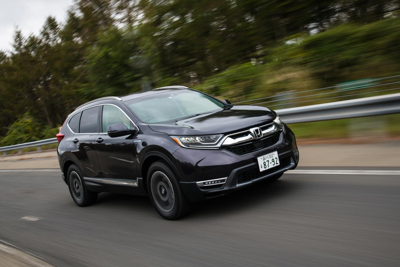 ハイブリッド車の燃費性能はFF車が25.8km/リッター、4WD車が25.0km/リッター。ガソリン車と比べ、10km/リッターほどの改善をみている。(いずれもJC08モード)