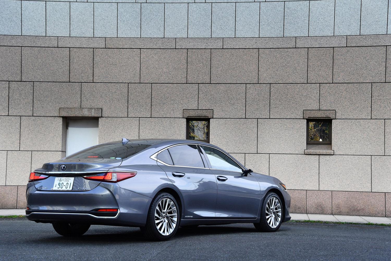 これまで北米をはじめ、中東やアジアなどで販売されてきた「レクサスES」。今回の試乗車は7代目にあたる新型で、日本では2018年10月24日に発売された。