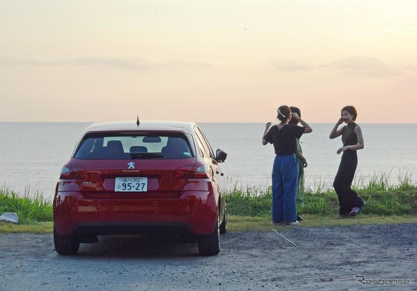 鹿児島西海岸、ハワイイメージあふれる江口浜のカフェ、Aka'Akaにて。絶好の夕日観望ポイントのひとつ。