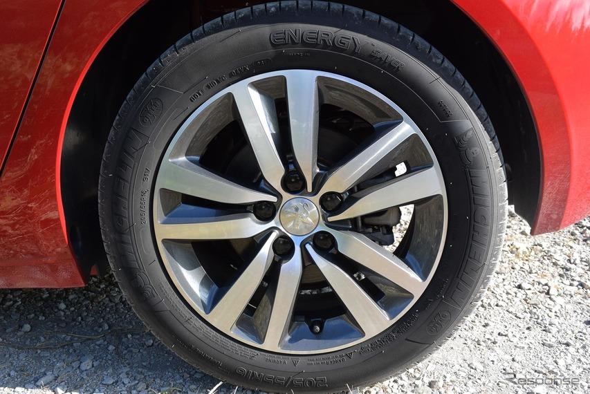 205/55R16サイズのミシュラン「エナジーセイバー」を履く。なかなかしなやかなタイヤだった。このサイズだとリプレイス品も見つけやすく、価格も安いであろう。