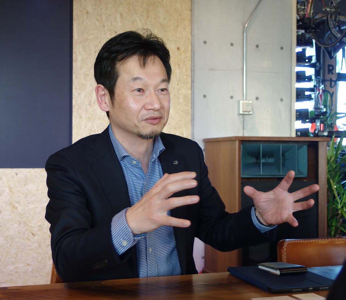 <三木鉄雄さんプロフィール>1970年兵庫県生まれ。1994年トヨタ自動車入社。電気自動車「e-com」、初代「ノア/ヴォクシー」、4代目「4Runner(フォーランナー、日本名はハイラックスサーフ)」などのインテリアデザインを担当。2001年から2005年までCalty Design Research, Incに出向。2012年レクサスデザイン部に異動し、「NX」および「CT」(マイナーチェンジモデル)のデザインをまとめた。2015年より現職。