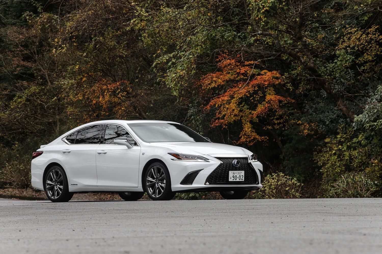 日本で「レクサスES」として販売されるのは初めてだが、北米では1989年のレクサスブランド設立当初からのラインナップで、現行モデルが実に7代目となる。そのESの2代目モデルの登場に合わせて、1991年に日本で発売されたのが「トヨタ・ウィンダム」だった。