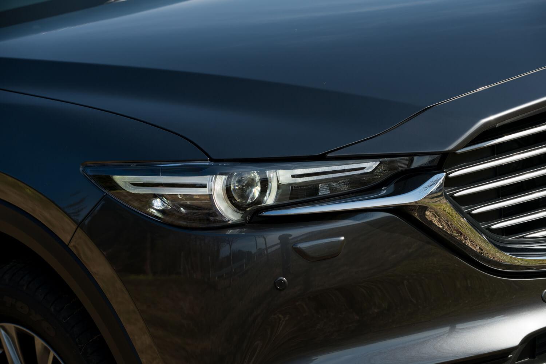 ヘッドランプはハイビーム、ロービームともに全車LED式。「25S」「XD」を除き、全グレードにアダプティブヘッドライト機能が標準装備される。