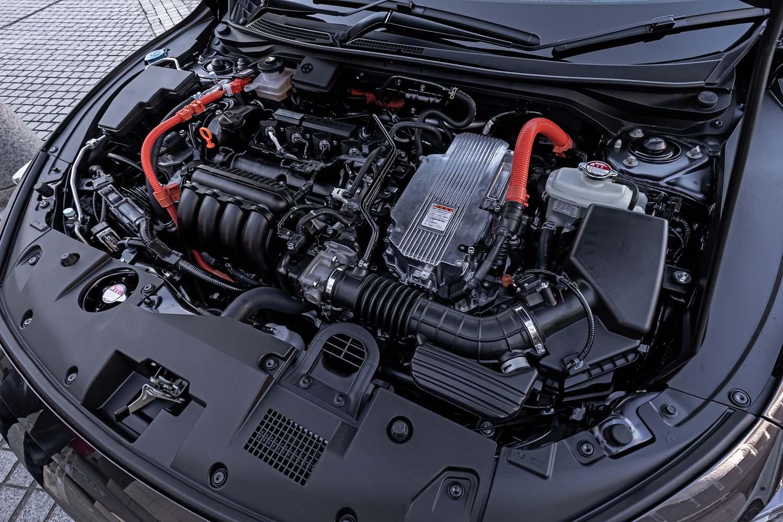 """""""スポーツハイブリッドi-MMD""""と呼ばれるパワートレインは、1.5リッター直4エンジンと、発電用および走行用の2つのモーターを組み合わせている。エンジンは最高出力109ps、モーターは最高出力131psという実力を持つ。"""