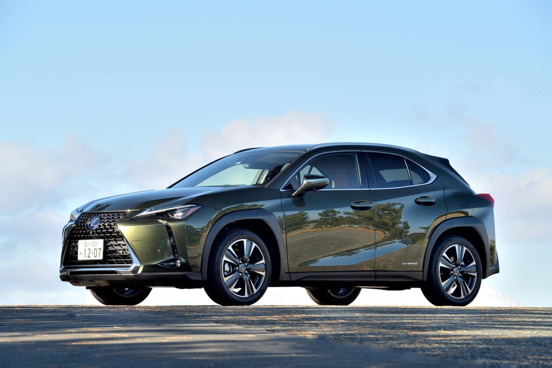 """今回はハイブリッドの最上級グレード「UX250h""""バージョンL""""」のAWDモデルに試乗した。車両本体価格は535万円。"""