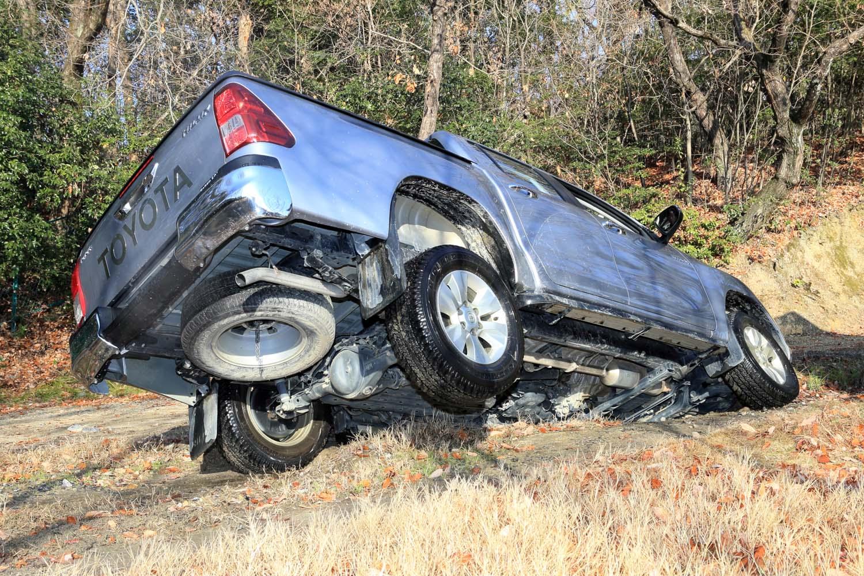 仮に片側の車輪が浮いてしまうような凹凸がある場所であっても、4WDのローレンジとリアデフロックで切り抜けられた。ボディーはミシリともいわず、剛性の高さをうかがわせた。