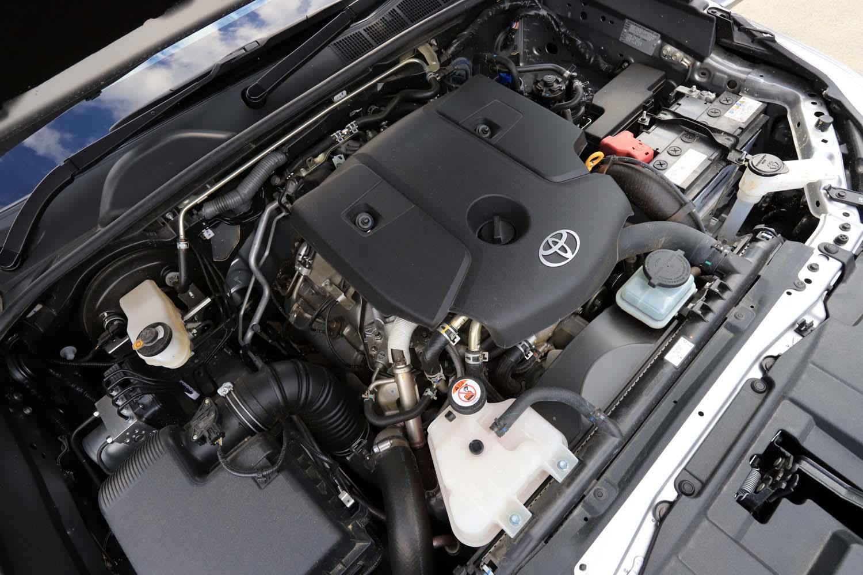 日本に導入される「ハイラックス」のパワーユニットは、2.4リッター直4ディーゼルターボのみ。最高出力150ps、最大トルク400Nmを発生する。組み合わせられるトランスミッションは6段ATのみとなる。