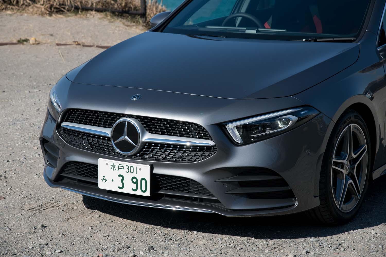 18インチタイヤ&ホイールのほかに「AMGライン」には、よりスポーティーな形状の専用バンパーやサイドスカート、マルチビームLEDヘッドライトなどが含まれている。