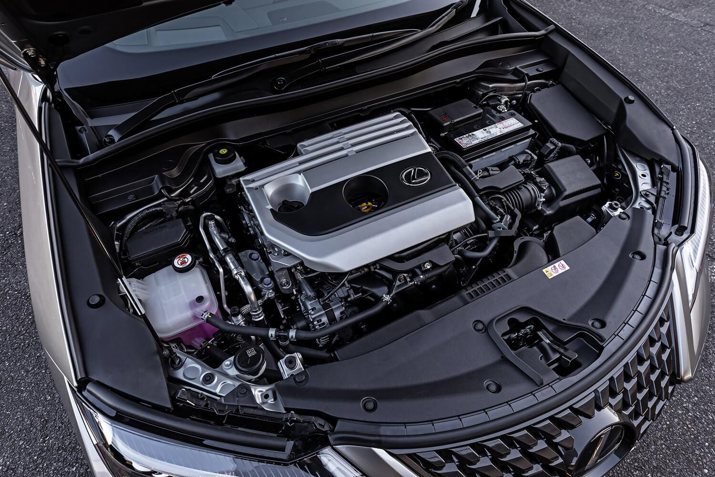 """試乗車である「レクサスUX200""""バージョンL""""」に搭載される新開発の2リッター直4自然吸気エンジン。最高出力174ps、最大トルク209Nmという実力を持っている。"""