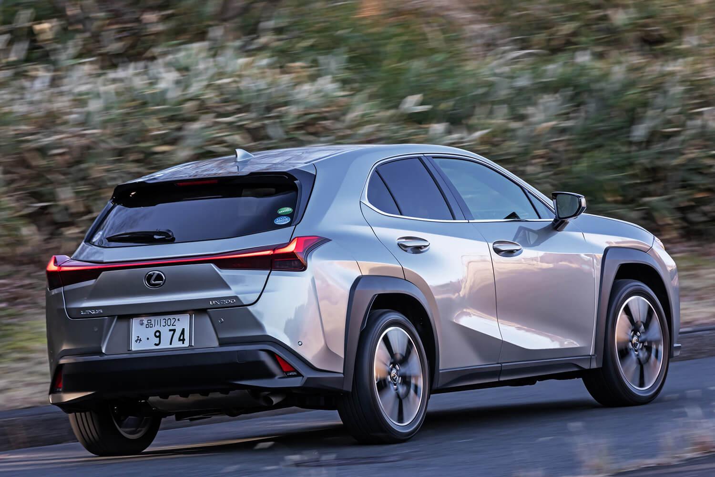 燃費は、JC08モード:16.8km/リッター、WLTCモード:16.4km/リッターと発表されている。