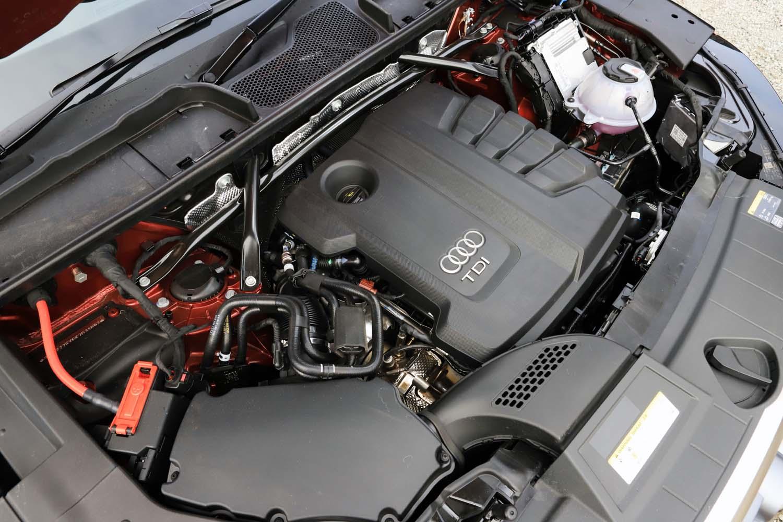 フロントフード下には2リッター直4ディーゼルターボエンジンが縦置きされる。最高出力は190psで、最大トルクは400Nm。