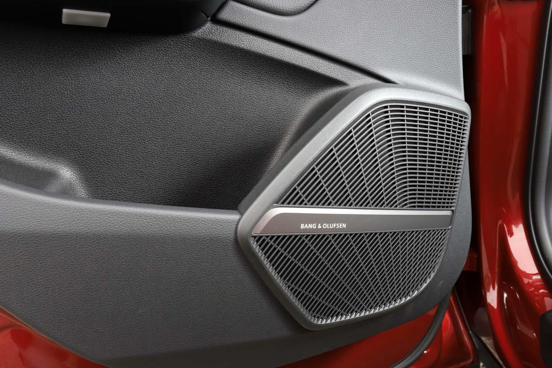 Bang & Olufsenの3Dアドバンストサウンドシステムは18万円のオプション装備。
