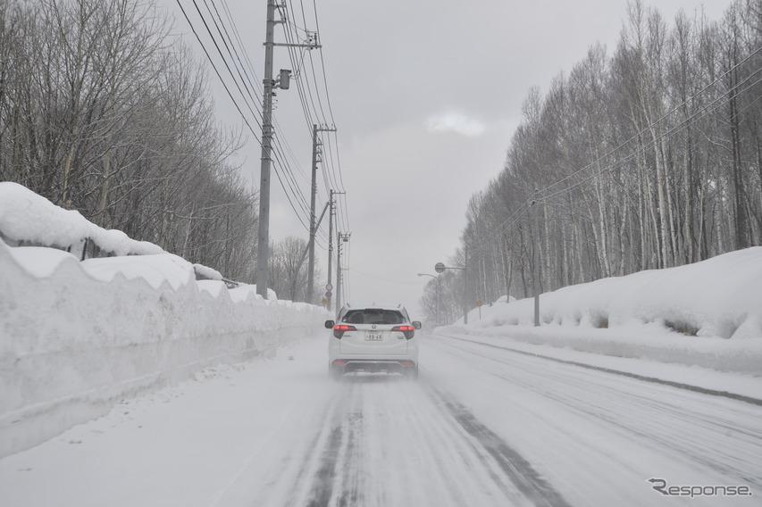 北海道旭川市内から北上。雪の一般道と高速道で試乗した。