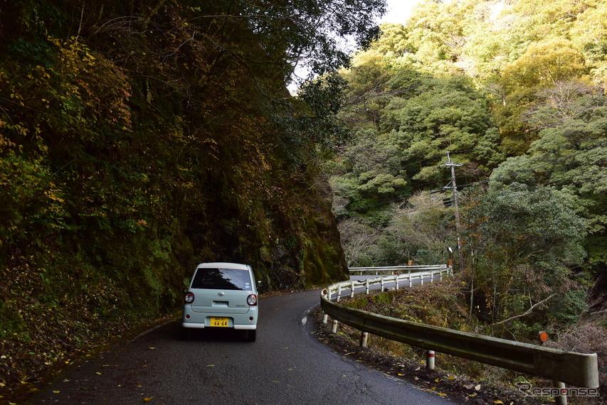 道路整備が進む九州山地だが、サブルートに入ると途端に隘路だらけ。だが、そういうルートに限って景色が素敵だったりするから悩ましい。意外なほど荒れ道に強かったトコットなら恐るるに足らずである。