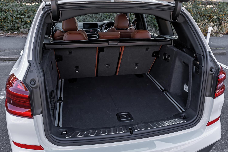 5人乗車時で550リッターの容量となる荷室。後席シートバックをすべて倒すと、1600リッターまで容量を拡大可能だ。