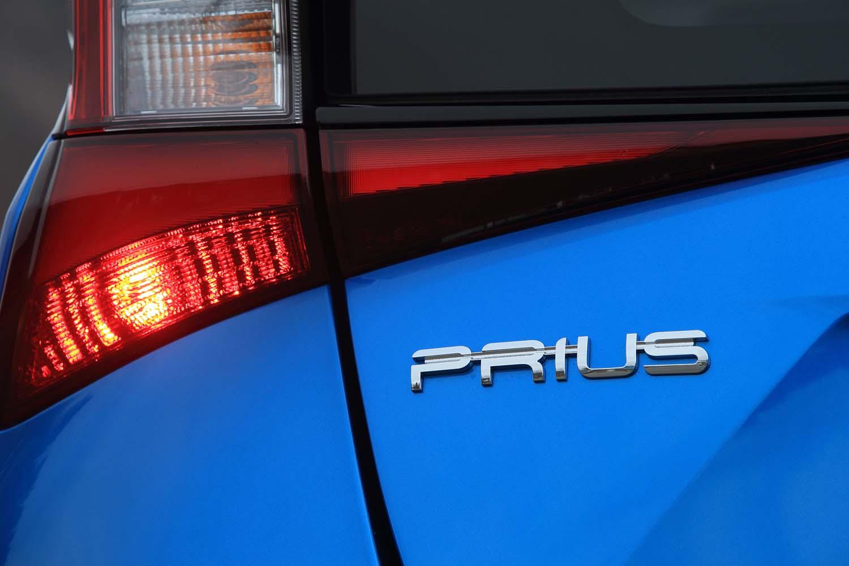 デビューから3年を経て、初めてのマイナーチェンジが実施された「トヨタ・プリウス」。主要ハードウエアに変更はないが、内外装デザインの変更や、先進装備の強化が図られている。