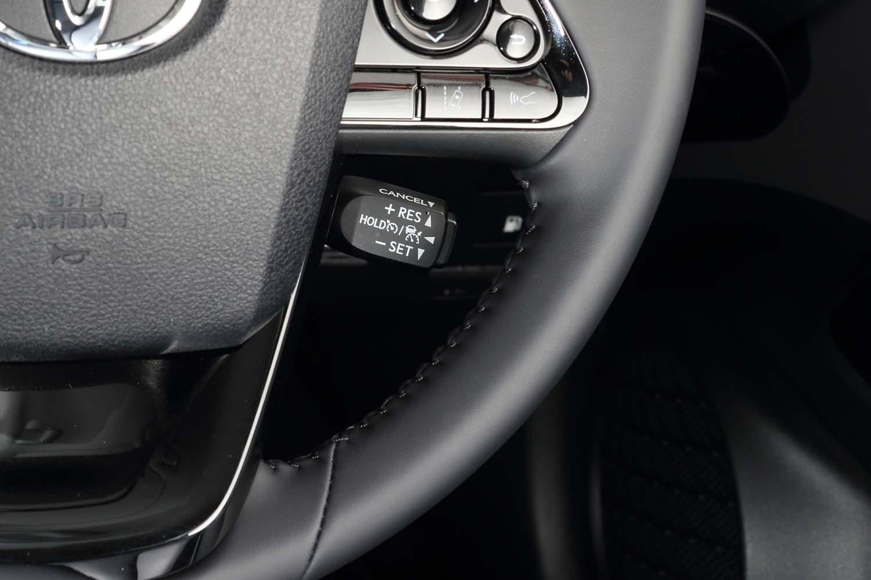 レーダークルーズコントロールの操作レバーは、ステアリングポストの右側にレイアウトされている。
