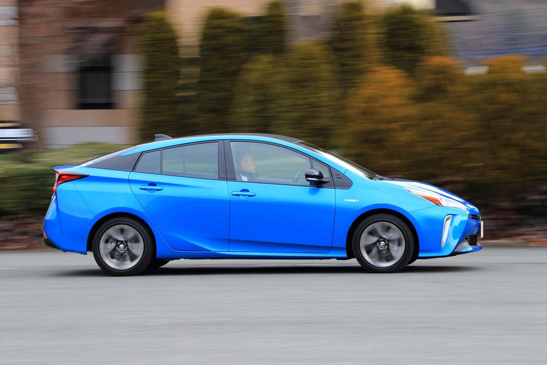 テスト車のボディーカラーは、「エモーショナルレッドII」とともに新規設定された「ブルーメタリック」。