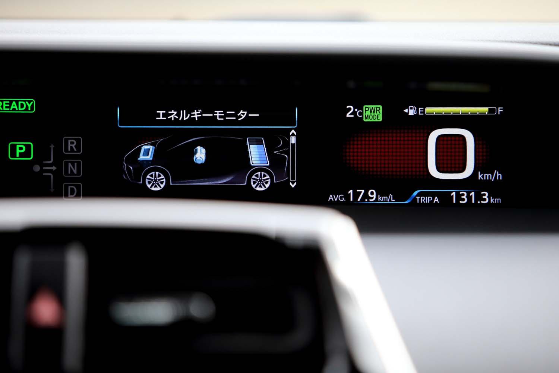 エネルギーモニターなどでメーターパネル内に表示される車両イメージも、ボディー前後のデザインが変更されている。