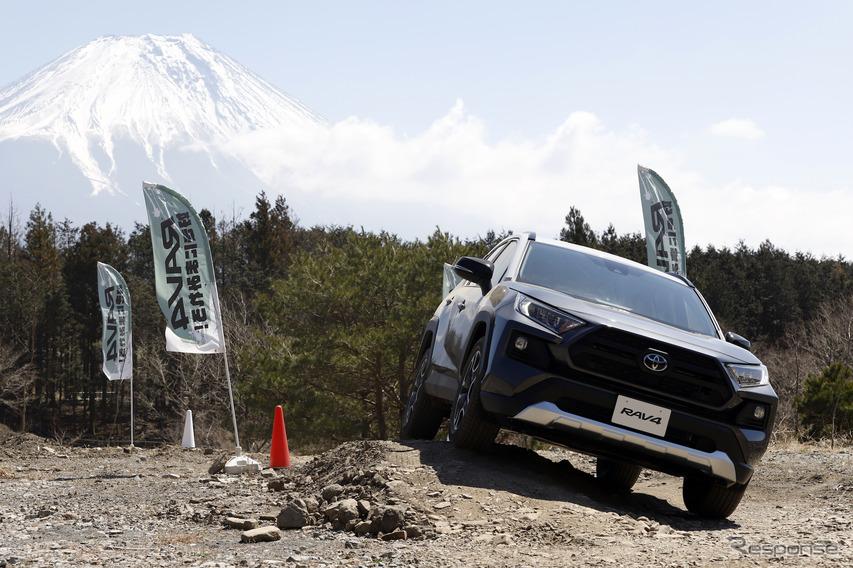 【トヨタ RAV4 新型試乗】2種類の4WDにオン&オフロードで乗った…山田弘樹