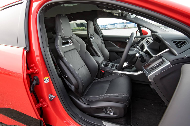 テスト車には、オプションで用意されるウインザーレザー製のパフォーマンスシートが装備されていた。