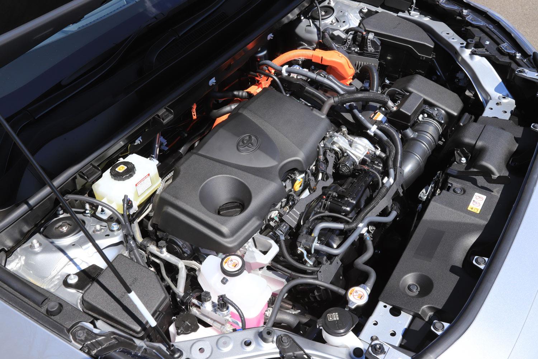 ハイブリッドシステムは2.5リッターガソリンエンジンに最高出力120ps(88kW)のモーターの組み合わせ。4WD車では、リアにも54ps(40kW)のモーターが搭載される。(写真=荒川正幸)