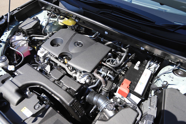 純ガソリン車の2リッター直4直噴エンジンは、171ps(126kW)の最高出力と21.1kgm(207Nm)の最大トルクを発生する。(写真=荒川正幸)