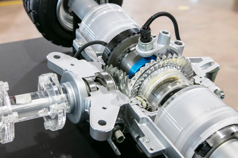 """「アドベンチャー」「G""""Zパッケージ""""」の4WD機構には、FF走行時にプロペラシャフトの前後で動力伝達を遮断し、燃費を向上させるドグクラッチ式の「ディスコネクト機構」が備わる。"""