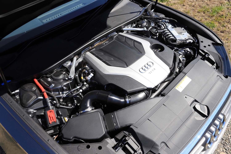 3リッターV6 DOHC 24バルブ ターボエンジンに「48Vマイルドハイブリッドテクノロジー(MHEV)」を組み合わせて搭載。最高出力340ps、最大トルク500Nmを発生させる。
