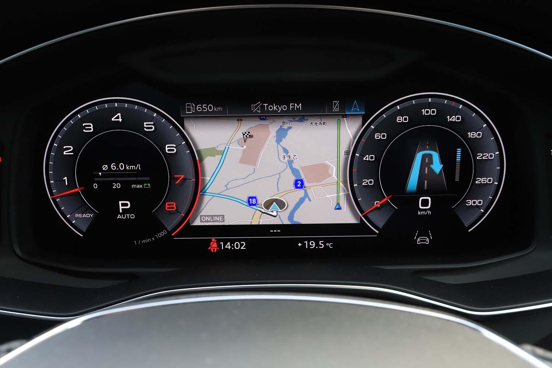 12.3インチの液晶パネルを使用する「バーチャルコックピット」と呼ばれるメーター。ナビ(写真)のほか、各種車両情報が切り替え表示可能になっている。