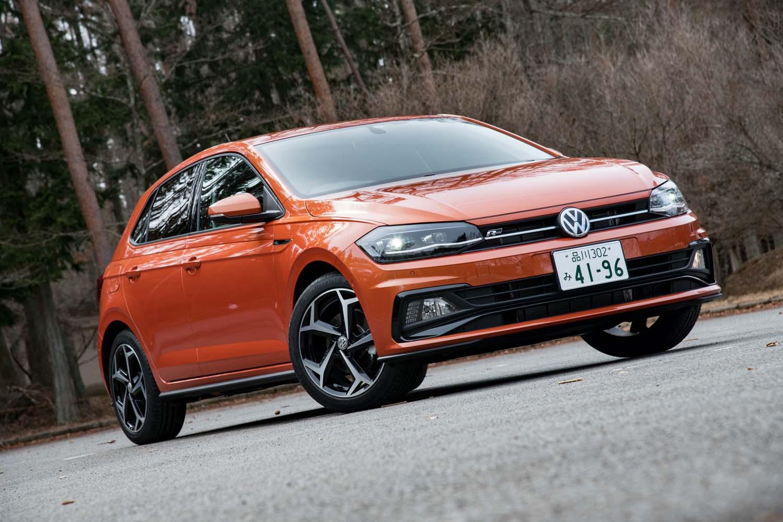 1リッターエンジンを積んだベーシックモデル、ハイパフォーマンスモデル「GTI」に続いて導入された「ポロTSI Rライン」。車両本体価格は298万円。