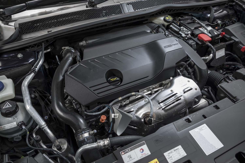 最高出力180psを発生する、1.6リッターガソリンターボエンジン。燃費はWLTCモードで14.1km/リッター。