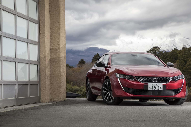 新世代プラットフォーム「EMP2」の採用により、車重は先代よりも平均で70kg軽量に仕上がった。