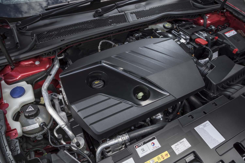 2リッターのディーゼルエンジンは、2000rpmという低回転域から最大トルク400Nmを発生。燃費(WLTCモード)は16.9km/リッターを記録する。