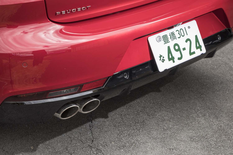 ディーゼル車のマフラーエンドは、写真のように片側に集約される。ガソリン車の「GTライン」は左右振り分けの2本出しとなる。